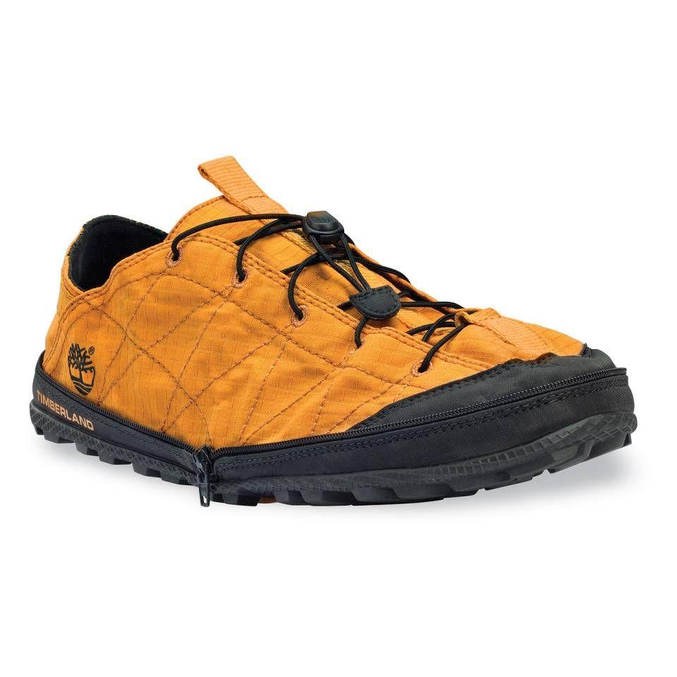 006 Queste scarpe si possono piegare a metà e chiudere con una