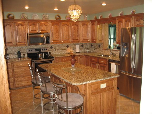 Kitchen Countertop Colors Pictures Ideas From Hgtv: Kitchens With Oak Cabinets And Tile Floors