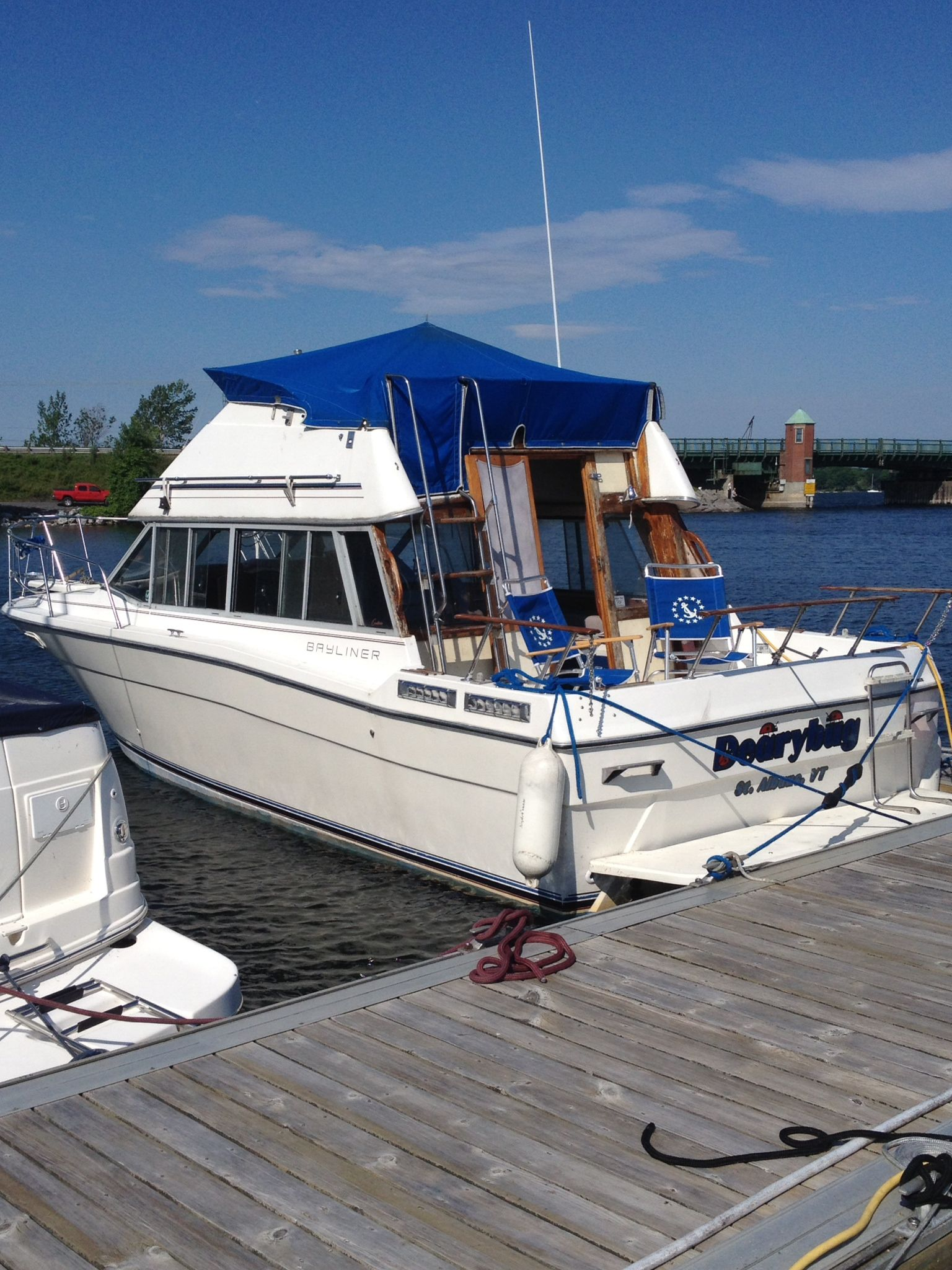 28 Bayliner Contessa 1984 Powerboat Comfortable Boat With Flybridge Upper And Lower Helm Stations Single Gmc V8 Volvo Pen Cruiser Boat Boat Auctions Boat