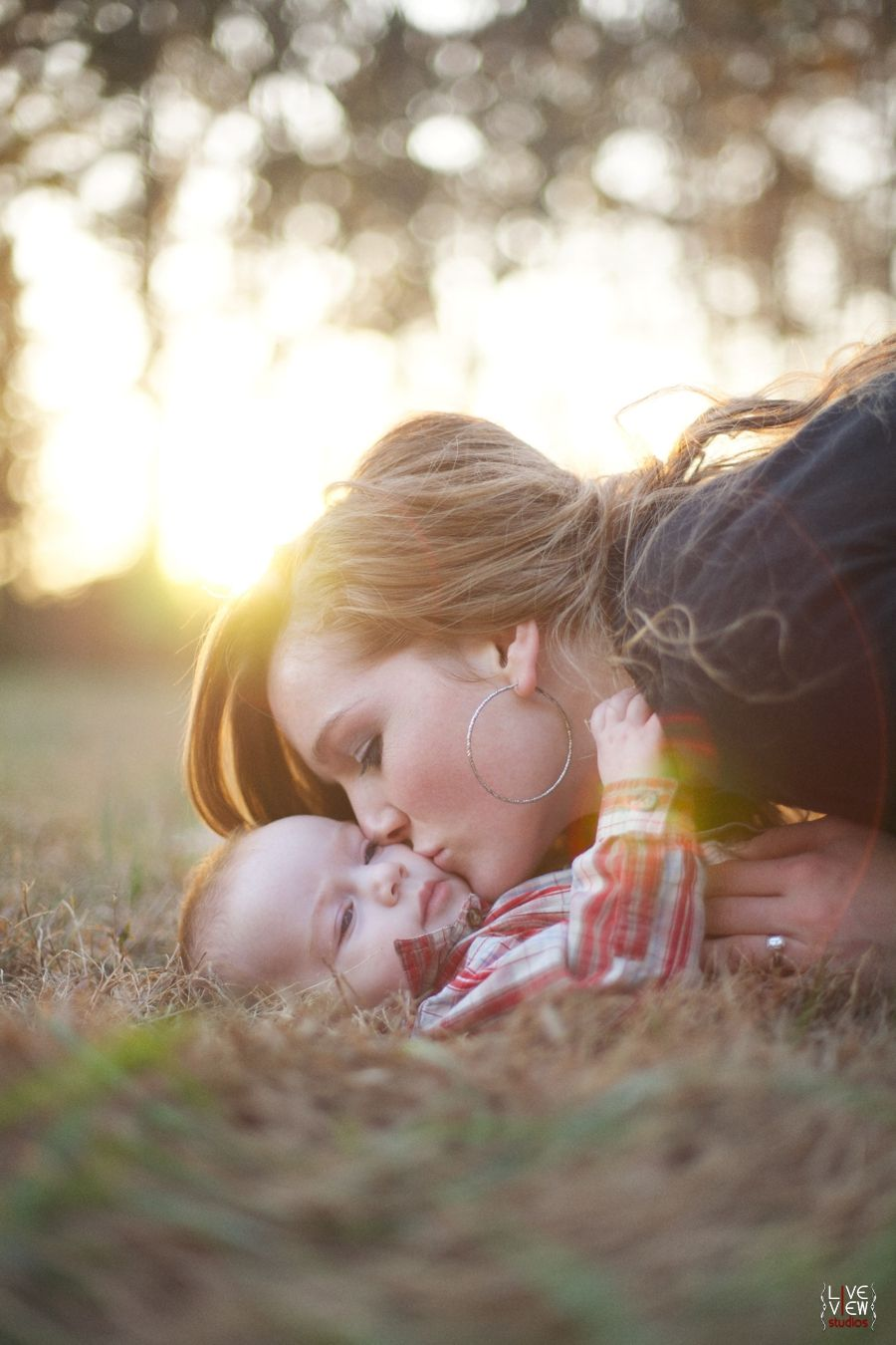 kisses in the sun <3 - #baby #nature #family #fall #autumn #winter ...