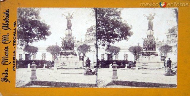 Fotos de Puebla, Puebla, México: MONUMENTO A LOS HEROES DE LA INDEPENDENCIA ( VISTA ESTEREOSCOPICA) Circa 1865-1900