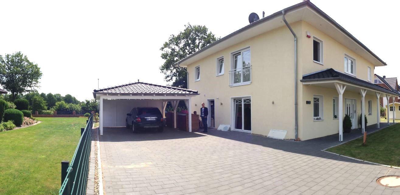 Carport Mit Walmdach Angepasst An Ihr Haus Mit Dachziegeln Regenrinne Und Farbe Finden Sie Inkl Montageservice In Premium Qua Walmdach Carport Carport Preise