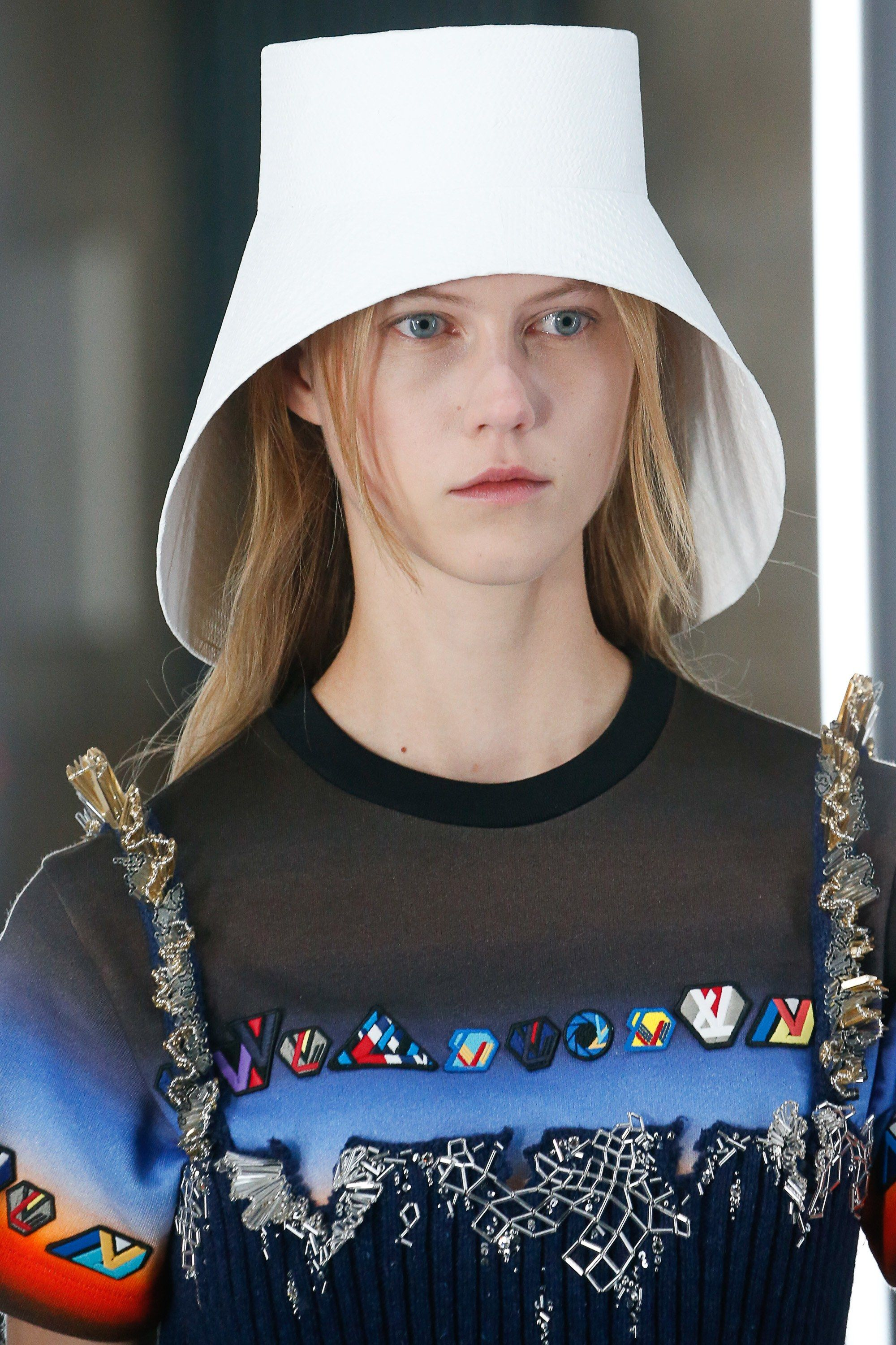Louis Vuitton Spring 2019 Ready-to-Wear Fashion Show in 2019  a31e147826