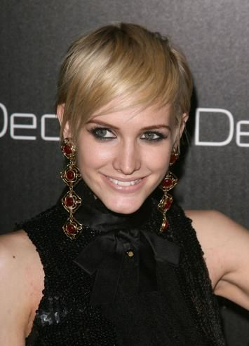Ashlee Simpson Pixie Cut | ... cut is extremely daring, it really brings out her beautiful fresh face