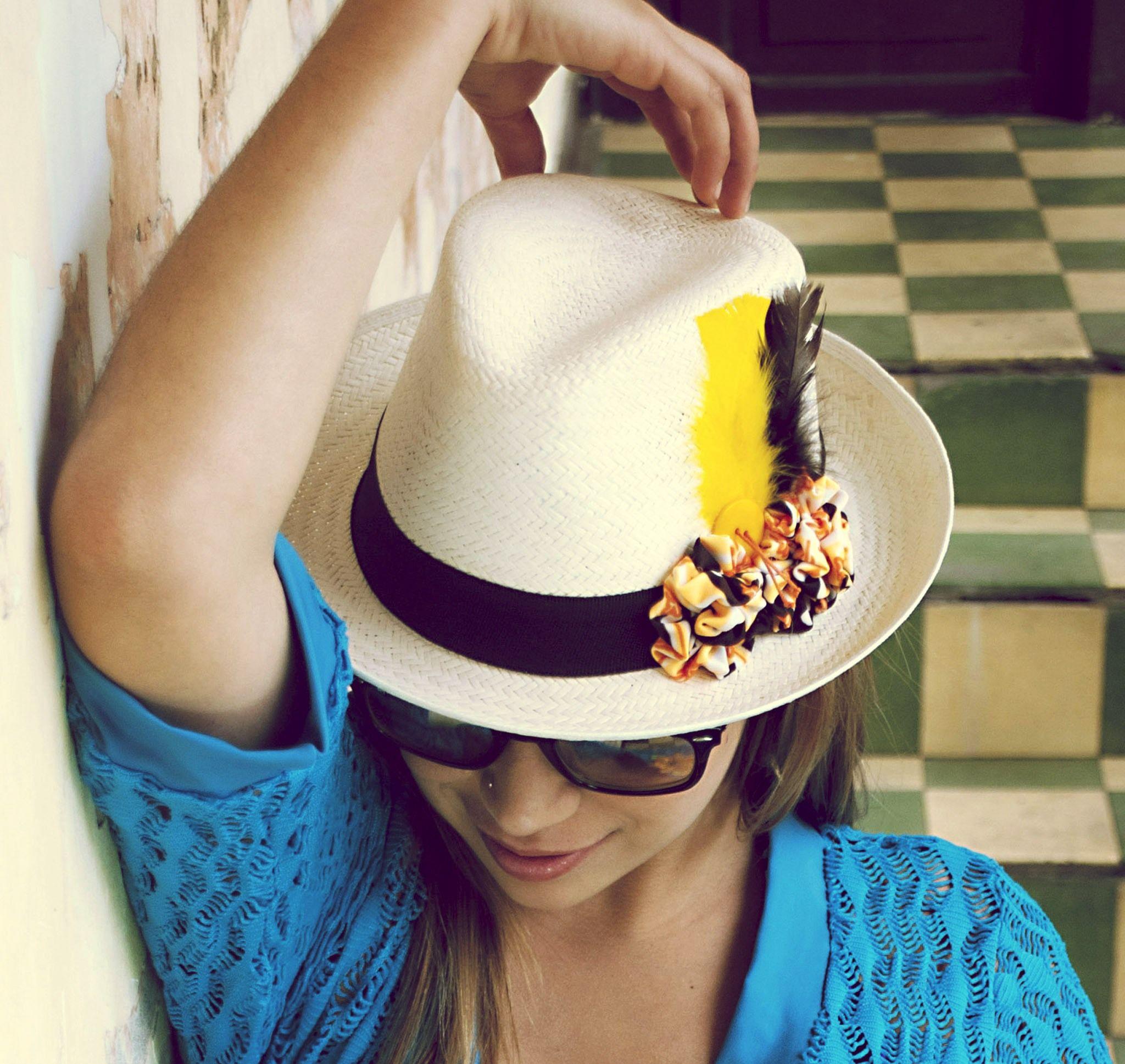 Sombrero panameño con flores amarillas 9be6d2d61a1