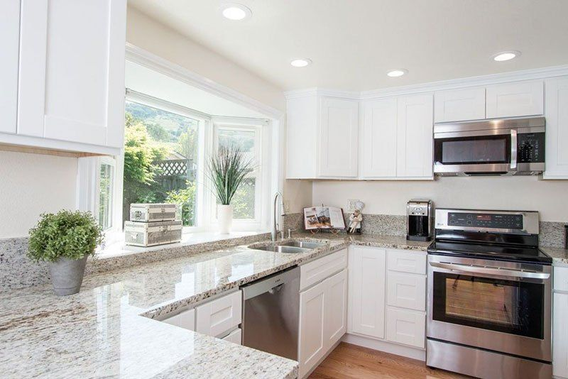 Colonial White Granite Countertops (Pictures, Cost, Pros and Cons ...