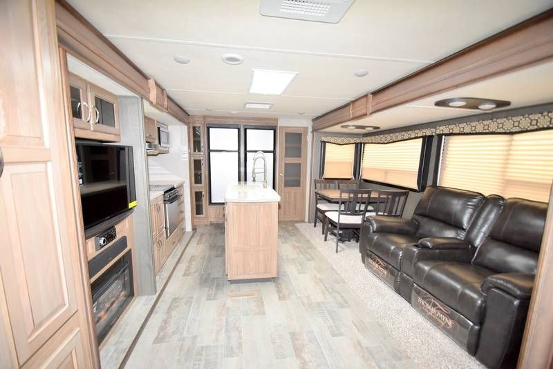 2018 Dutchmen Atlas 3132ml Travel Trailers Rv For Sale In Oakwood