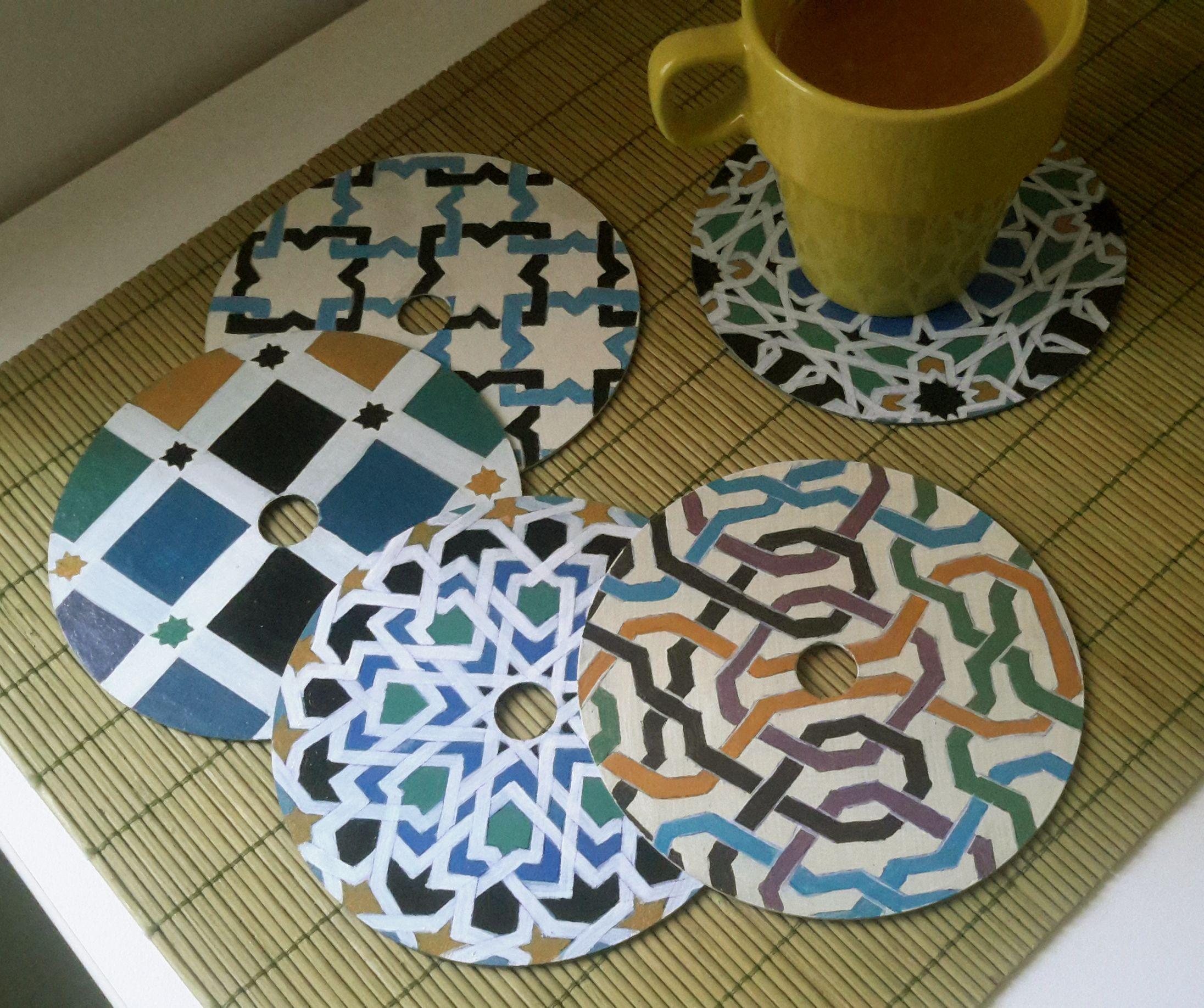 Posavasos con cds pintados a mano con azulejos alhambra cds reciclados reciclado y pintar - Como pintar azulejos a mano ...