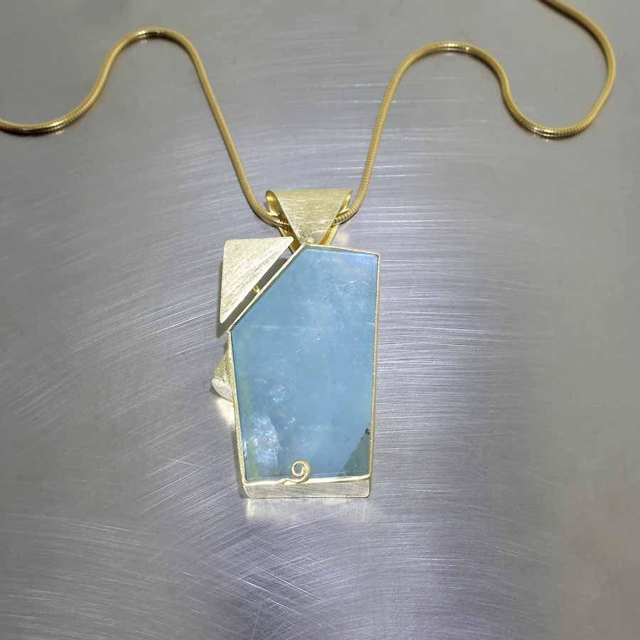 Style luminous aquamarine gemstone set in modern full