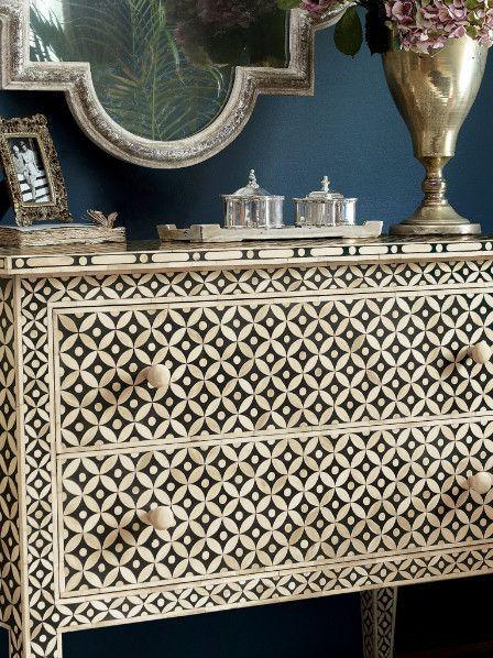Pared de fondo vs contraste con el mueble para comedor for Reparacion de muebles antiguos