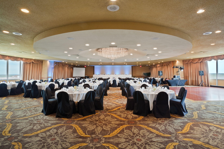 Starlite Ballroom Holiday Inn Sioux Falls City Centre South Dakota Wedding Reception Falls City Holiday Inn Sioux Falls