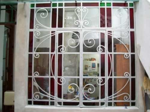 Puertas ventanas mamparas de hierro antiguas grupodan for Puertas y ventanas de hierro antiguas