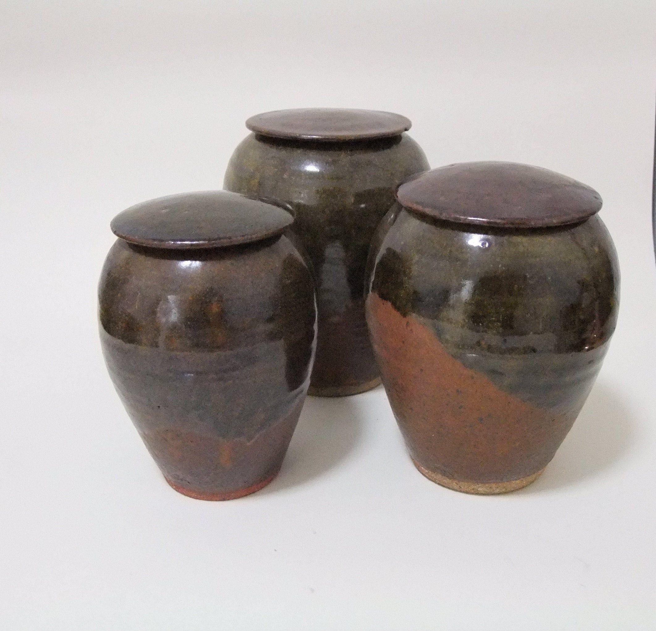 A Set Of 3 Vintage Studio Ceramic Pots With Lids In Brown Ceramic Pots Pottery Pots Vintage Studio