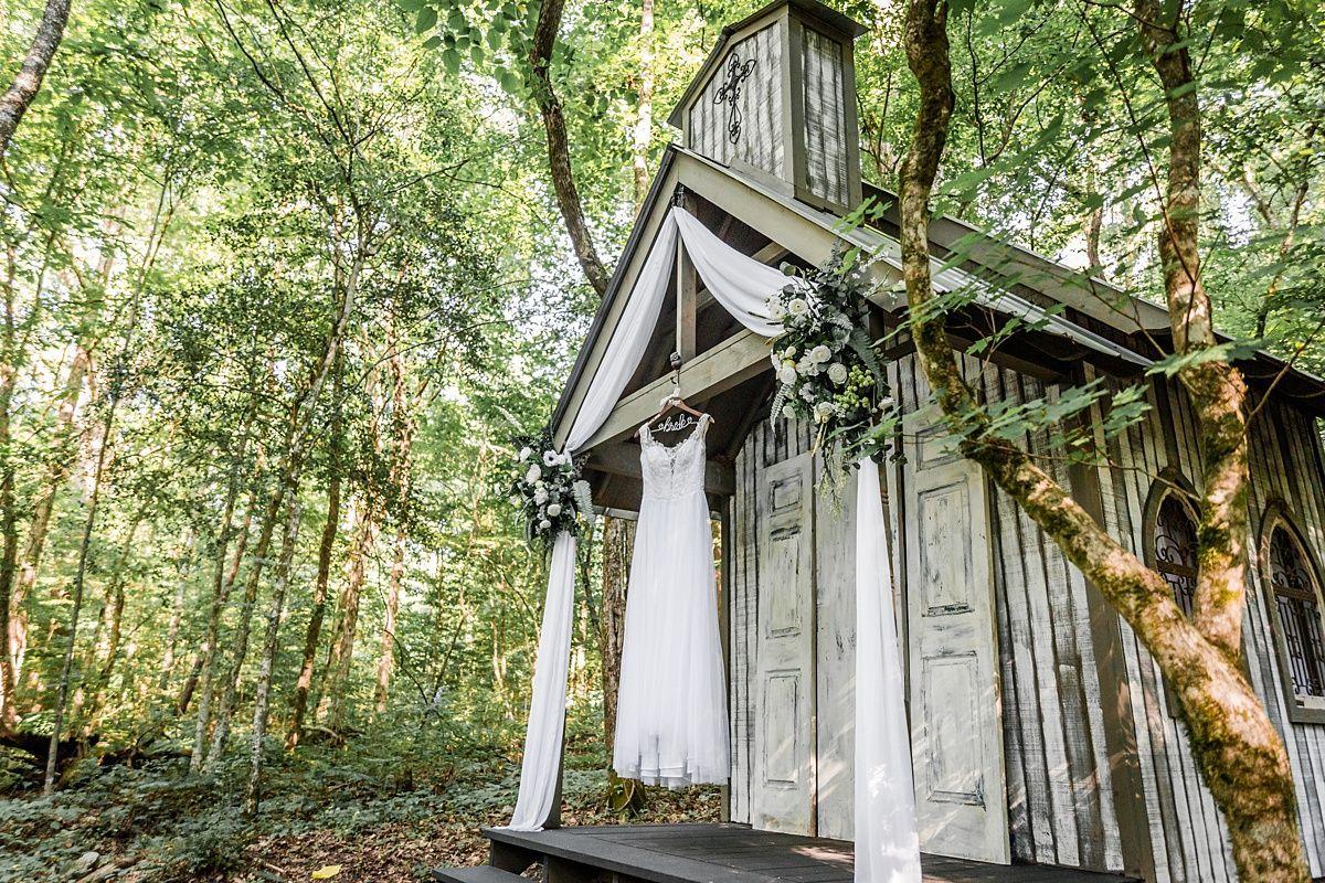 Wedding Chapels In Tennessee Rachel And John In 2020 Chapel Wedding Smoky Mountain Wedding Gatlinburg Weddings