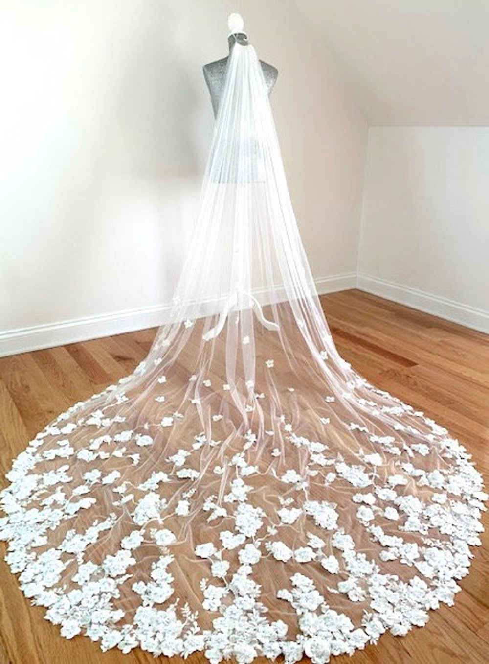 Flowy Wedding Lace Veil Chapel Bridal Veil Elegant Lace Embroidery Veil Vintage Lace Wedding Veil Floral Wedding Veil Cathedral Bridal Veil
