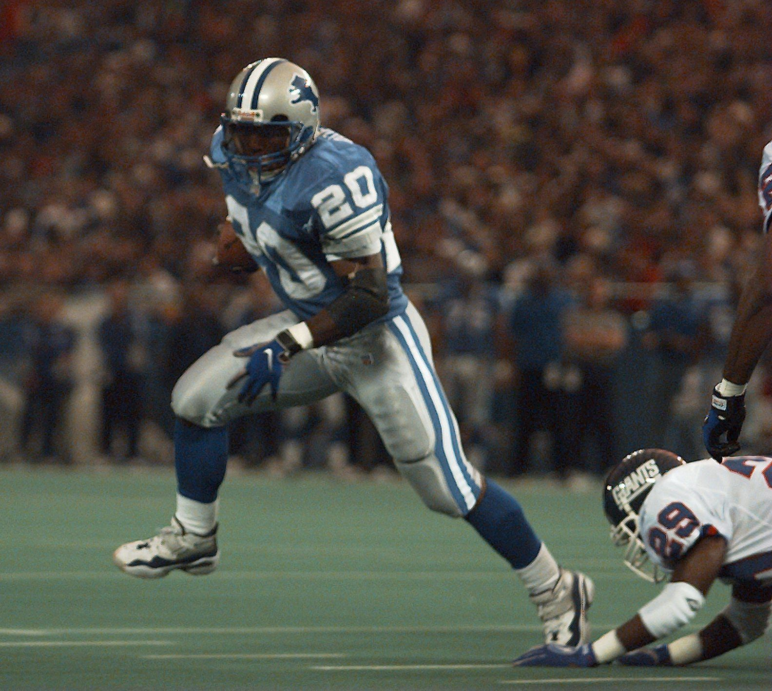 If Detroit Lions Barry Sanders Played Longer Here S How History Would Have Changed American Football Players Detroit Lions Football Players