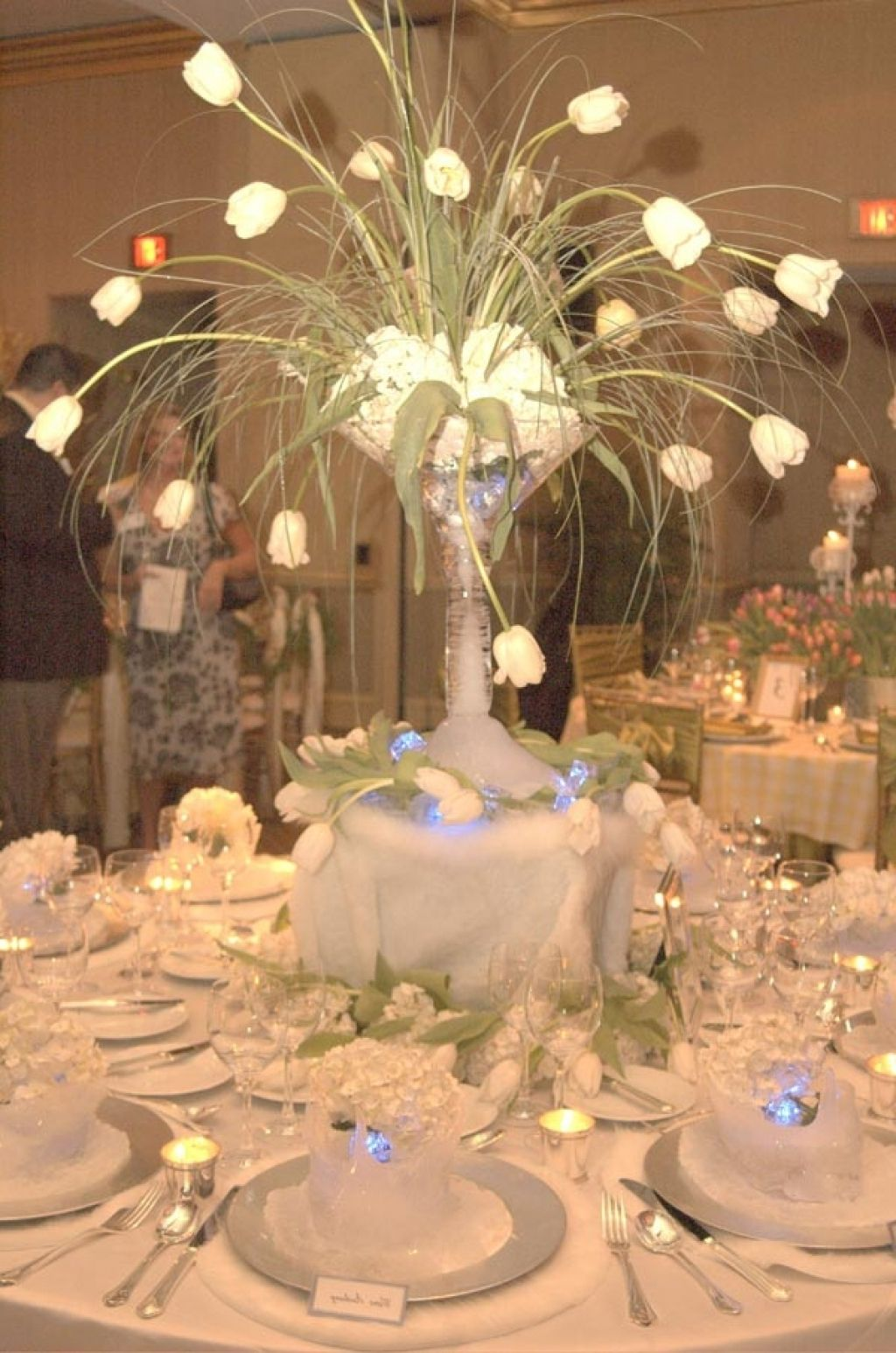 Simple wedding table centerpieces ideas wedding table for Simple wedding decoration ideas for reception