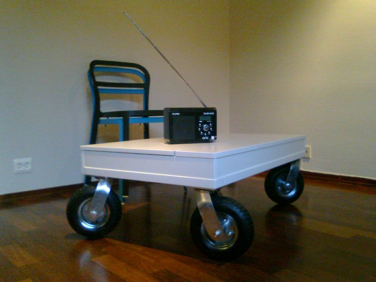 Desktop with rugged wheels as coffee table Ikea hackers Crates