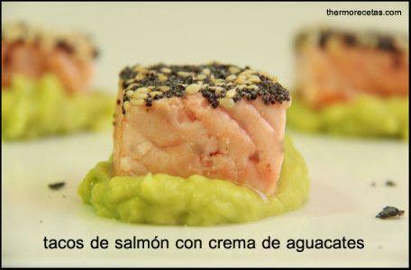 Tacos de salmón con crema de aguacate