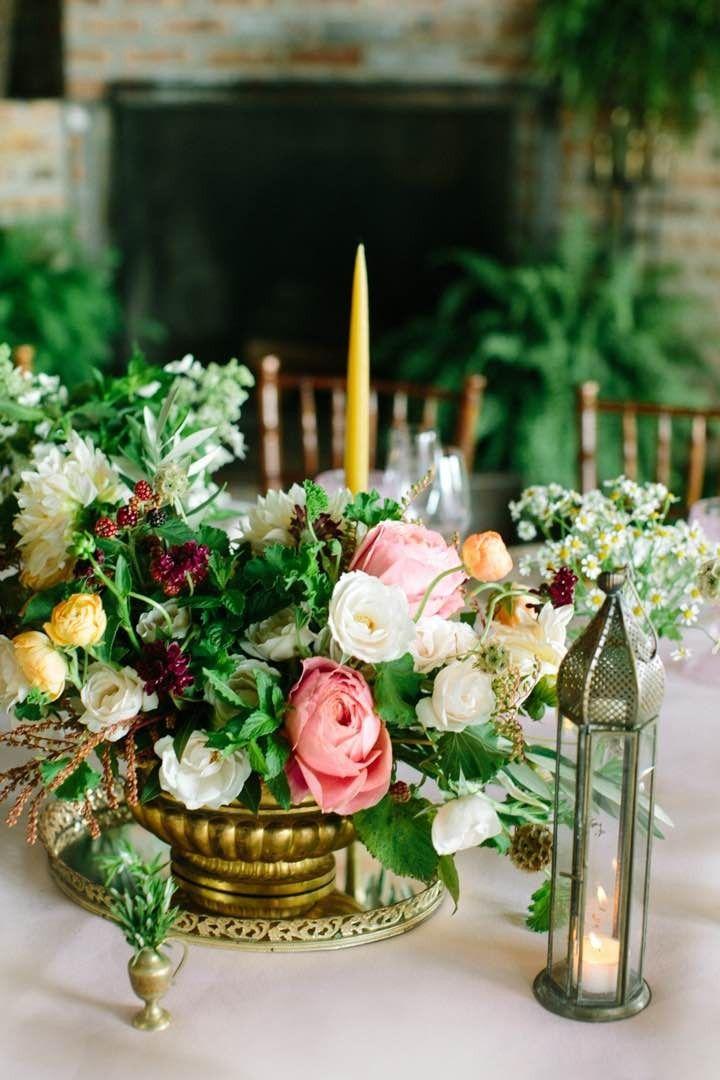 Pretty wedding centerpiece; photo: Lindsay Madden Photography