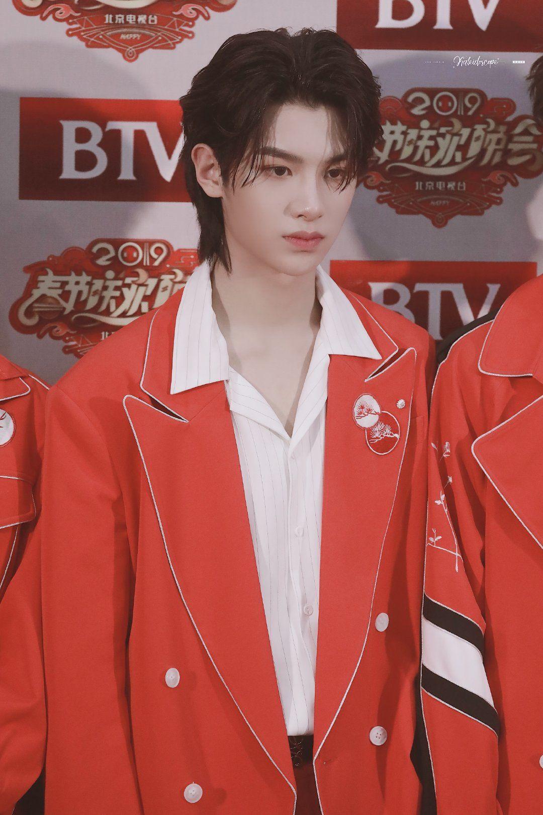 黄明昊 Justin Huang Minghao 190115 Red leather jacket