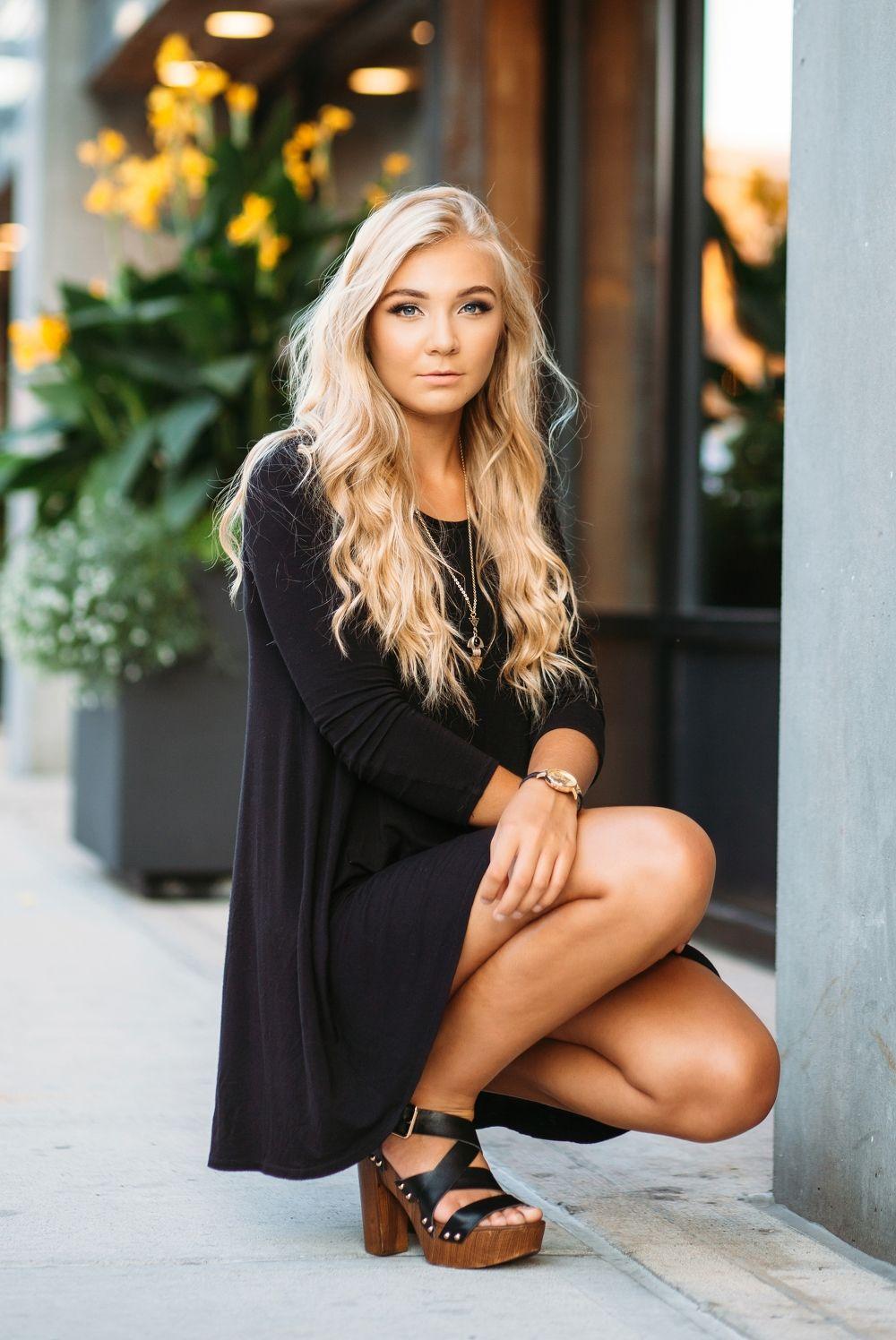 Senior Portrait / Photo / Picture Idea - Girls - Downtown