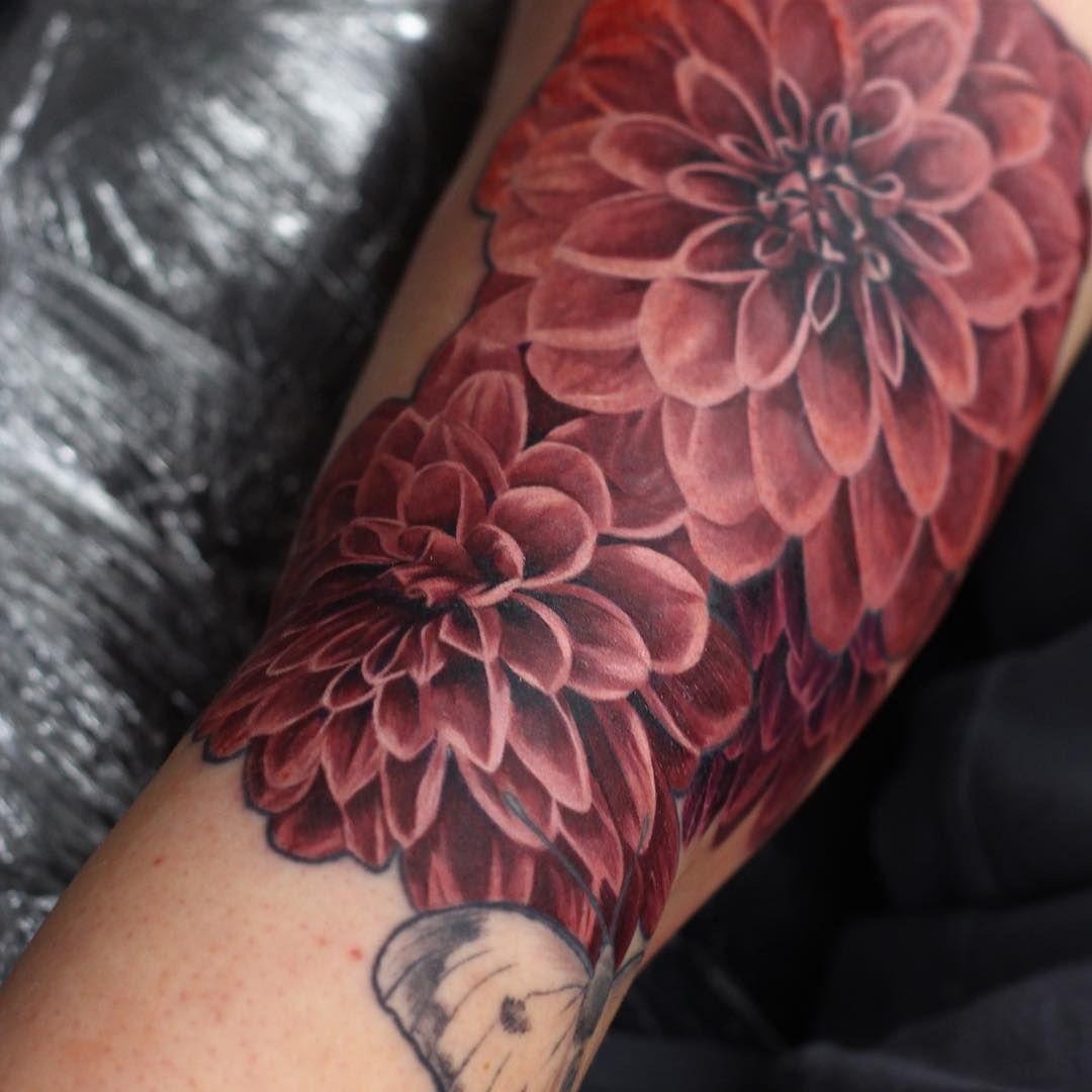 Dahlias Or The Botanical Name The Pom Pom Dahlia Tattoo Tattoos Dahlia Sleeve Floralsleeve F Dahlia Flower Tattoos Dahlia Tattoo Henna Tattoo Shoulder