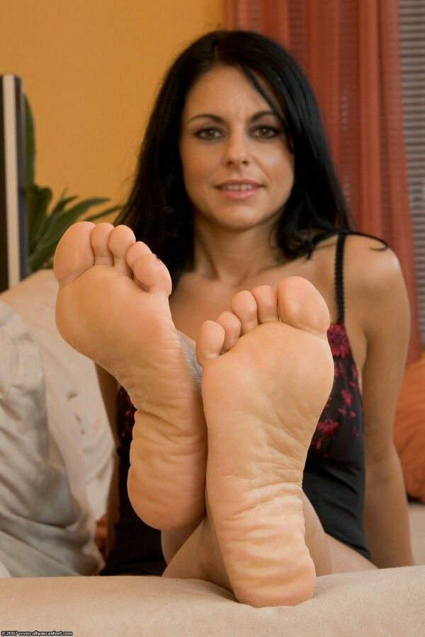 Milf feet show tattoos and sandals