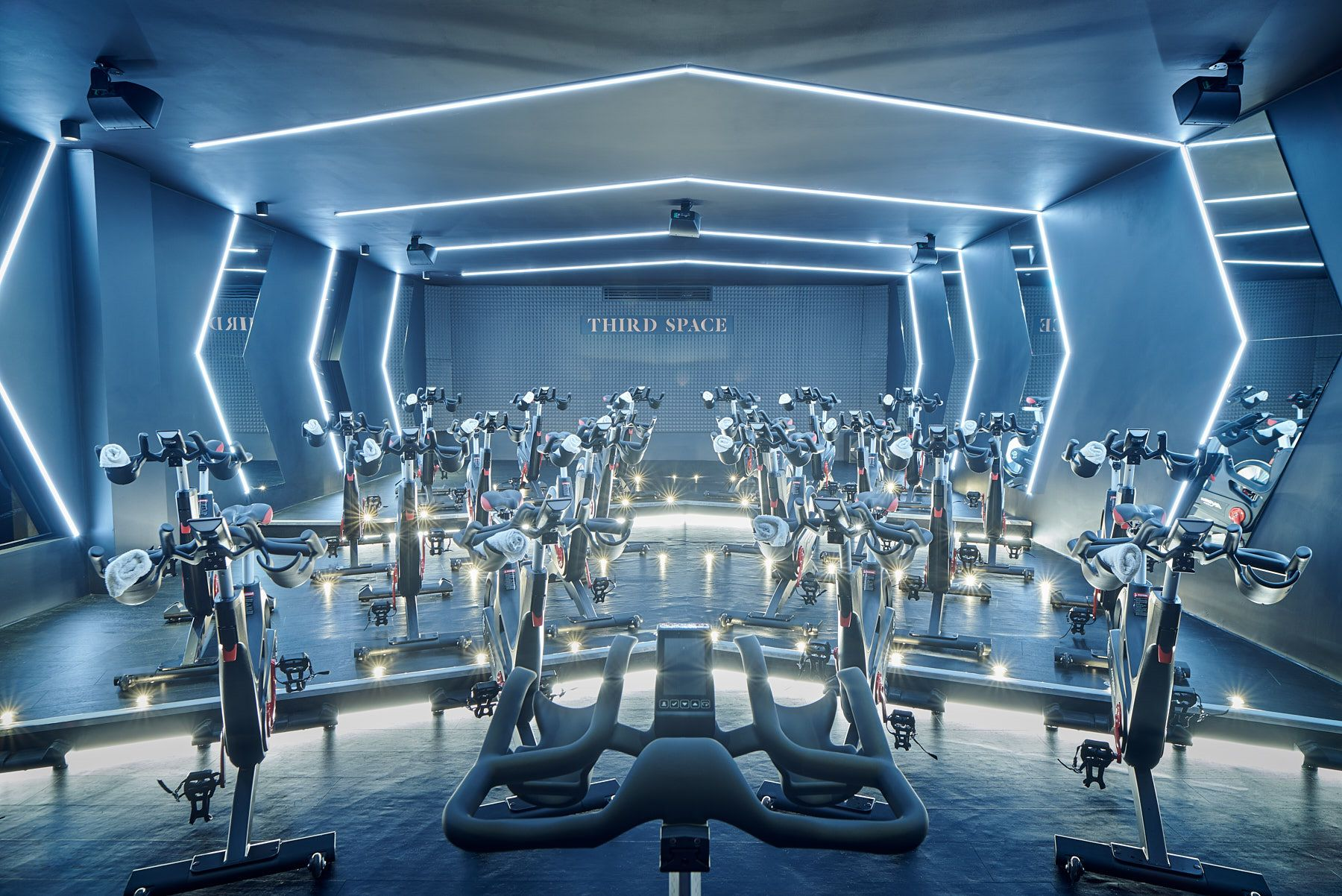 Canary Wharf Group Signs Up High End Health Club Canary Wharf Group Has Www Primeresi Com Luxuryproperty Primeresidential Space City Gym Interior Luxury Gym