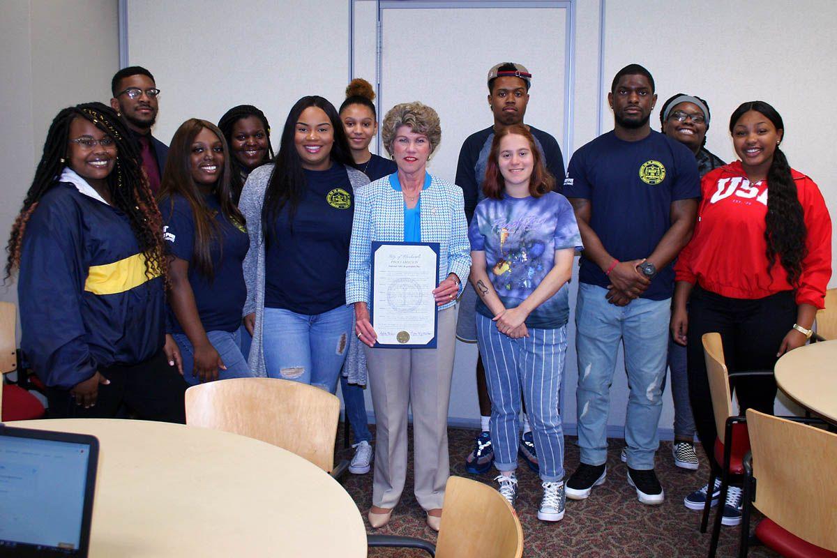 Clarksville Mayor Kim McMillan supports voter registration