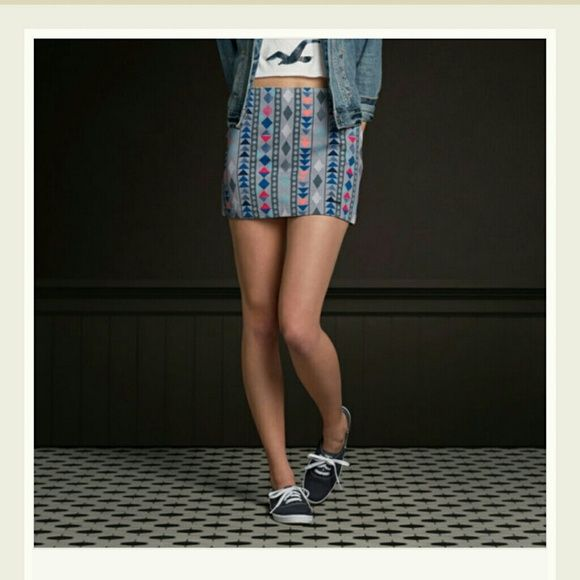 Grey Patterned Skirt This is a slim mini skirt with colorful vintage patterns, iconic logo engraved metal charm near hem. Hollister Skirts
