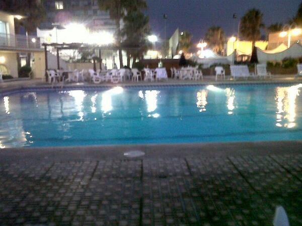 Una Bonita Noche De Verano En La Piscina Del Real Club Maritimo