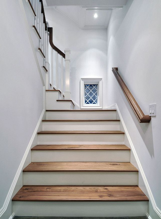 East Hampton Shingle Cottage With Coastal Interiors Home Bunch An Interior Design Luxury Homes Blog Staircase Remodel Coastal Interiors Staircase Design