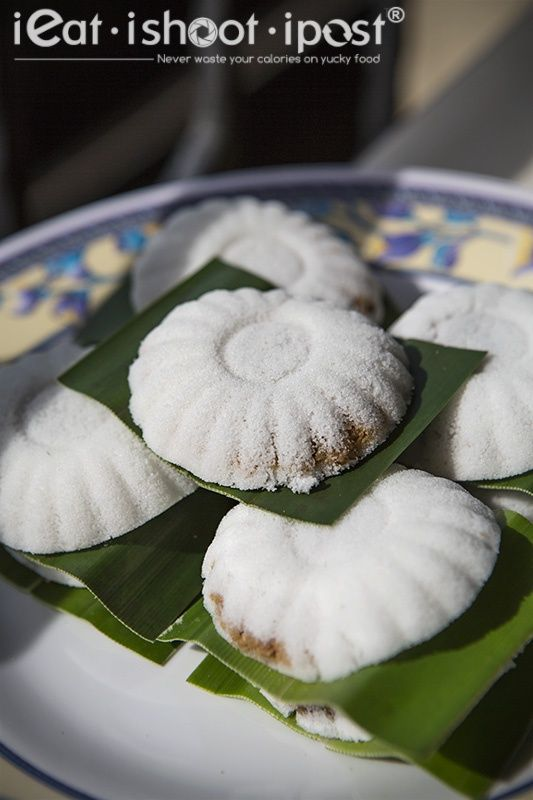 Ieatishootipost blogs singapores best food tans tutu coconut ieatishootipost blogs singapores best food tans tutu coconut cakes kueh tutu is a uniquely forumfinder Gallery