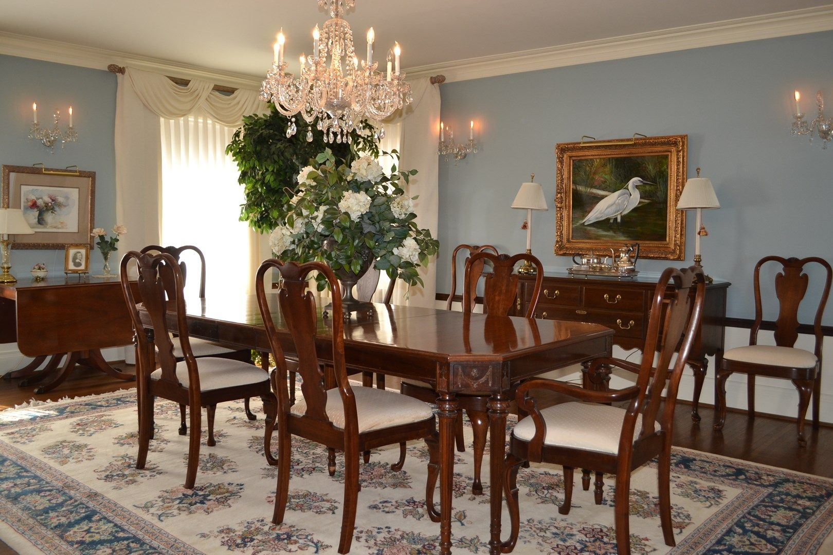 The key to a formal dining room? Just add a gorgeous chandelier!