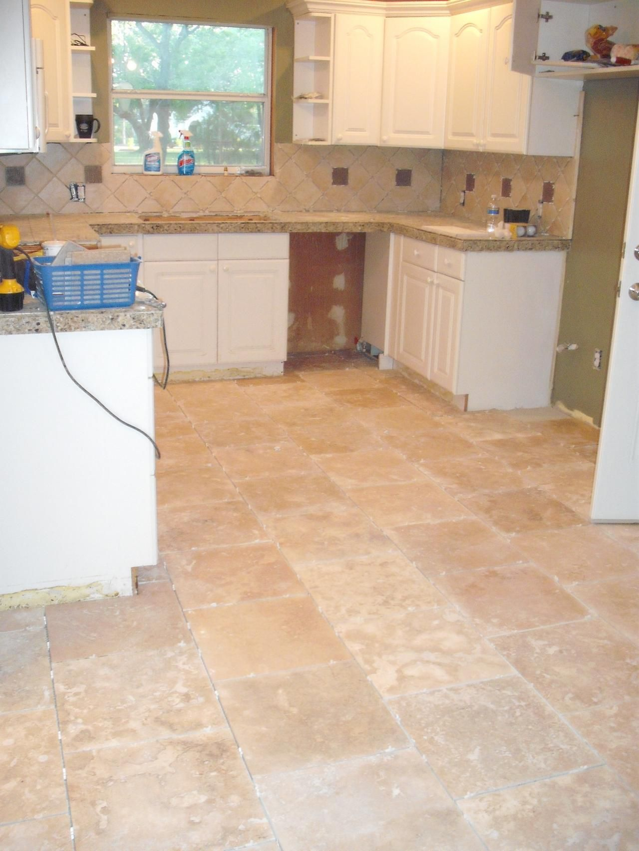 Kitchen tile flooring pictures kitchen with tile backsplash kitchen tile flooring pictures kitchen with tile backsplash granite tile countertops and travertine dailygadgetfo Image collections