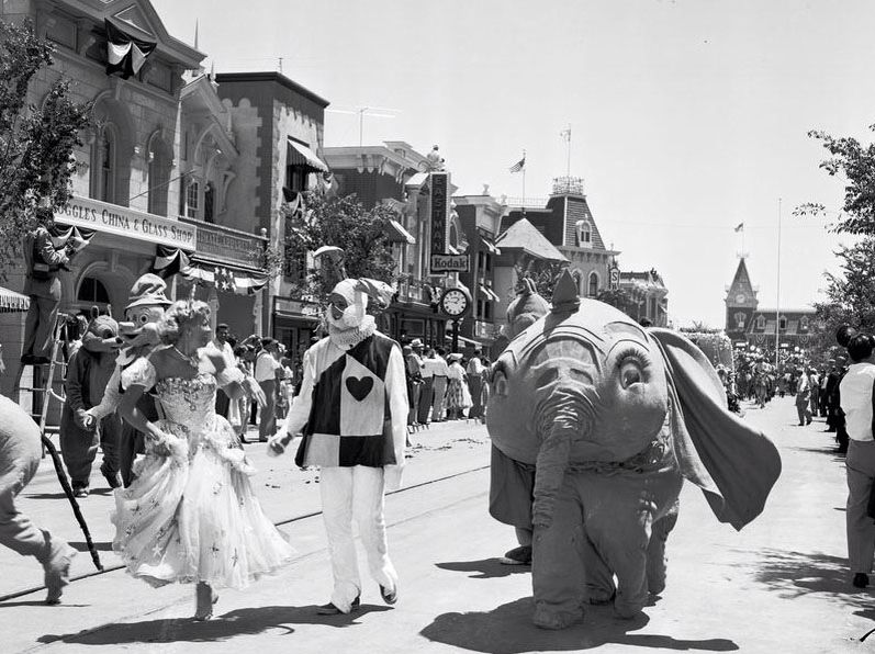 Opening Day At Disneyland July Th Yesterworld Pinterest - 18 amazing rare colour photos disneyland 1955