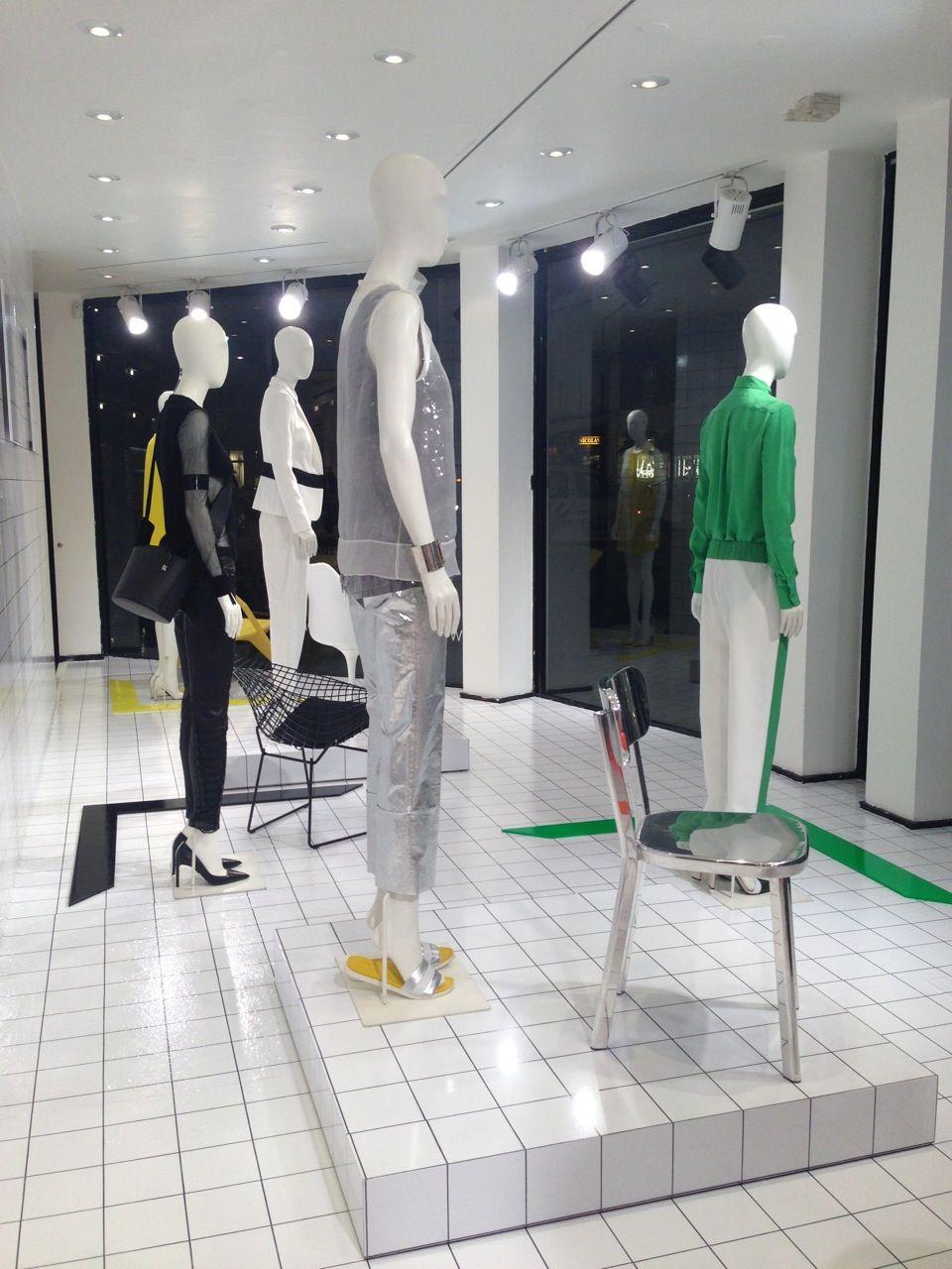 Joseph Fashion in collaboration with Harlequin Design #shopwindows #visualmerchandising #fashion #escaparatismo