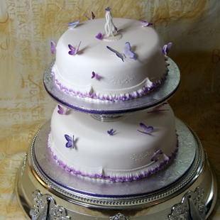 2 tier cake with butterflies & 2 tier cake with butterflies | wedding cakes | Pinterest | Tiered ...