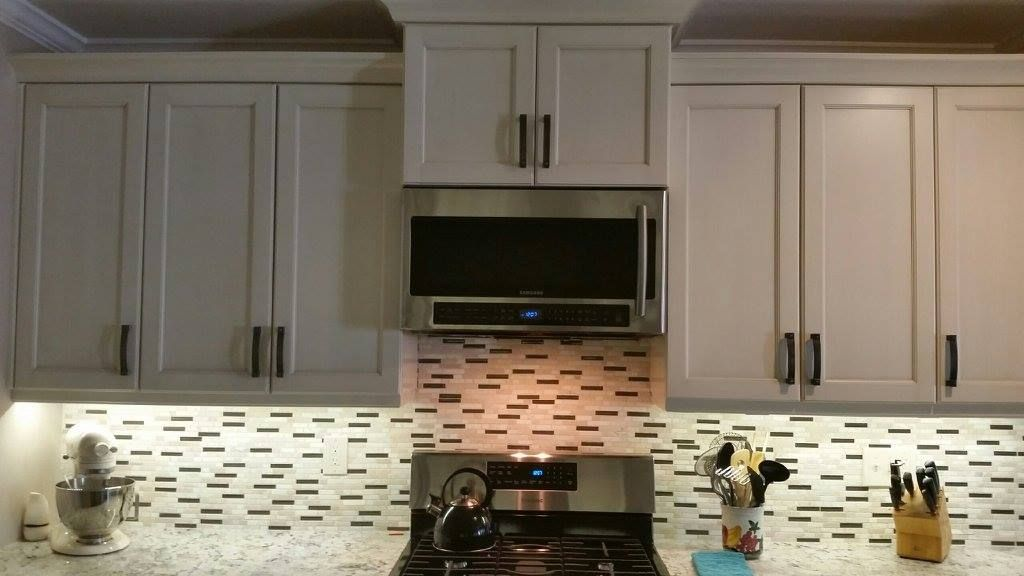 Beautiful Kitchencraft Cabinets Tamarind Style With A Millstone Finish Daltile Stone Radiance Backspl Kitchen Craft Cabinets Kitchen Remodel Kitchen Cabinets