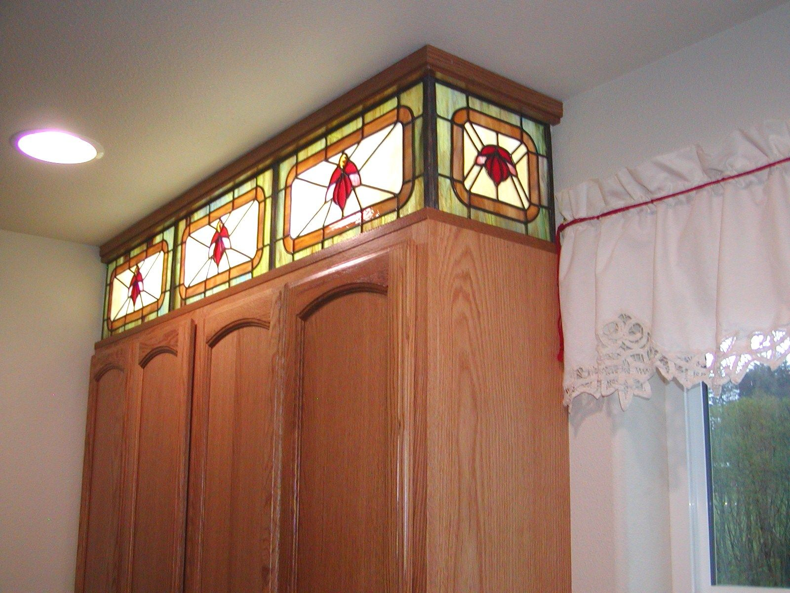 Stained Glass Above Kitchen Cabinet Panel This View Shows One Of The End Panels With Images Stained Glass Stained Glass Panels Stained Glass Projects