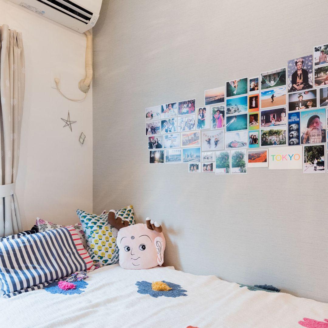 Tomos People Vol 22 色とりどりの 思い出 と暮らす カラフル キュートなひとり暮らしの部屋 写真家 ライターの大山顕さんに ちょっとおもしろい撮り方で 無垢床リノベーション Tomos のお部屋と住んでいる人の 平面図 を撮ってもらうシリーズ Decor