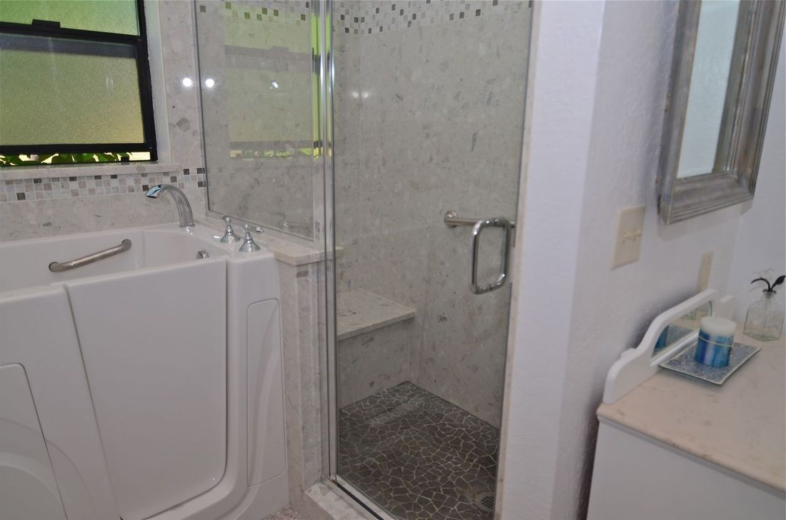 Piedrafina Marble Shower Walls with Limestone/Marble Decorative ...