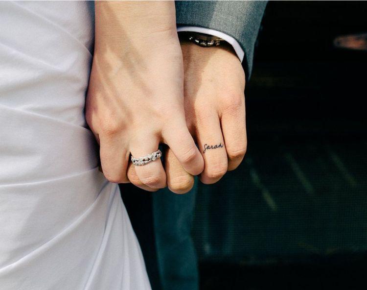 Ehering Tattoo 30 Romantische Motive Fur Die Finger Tattoos