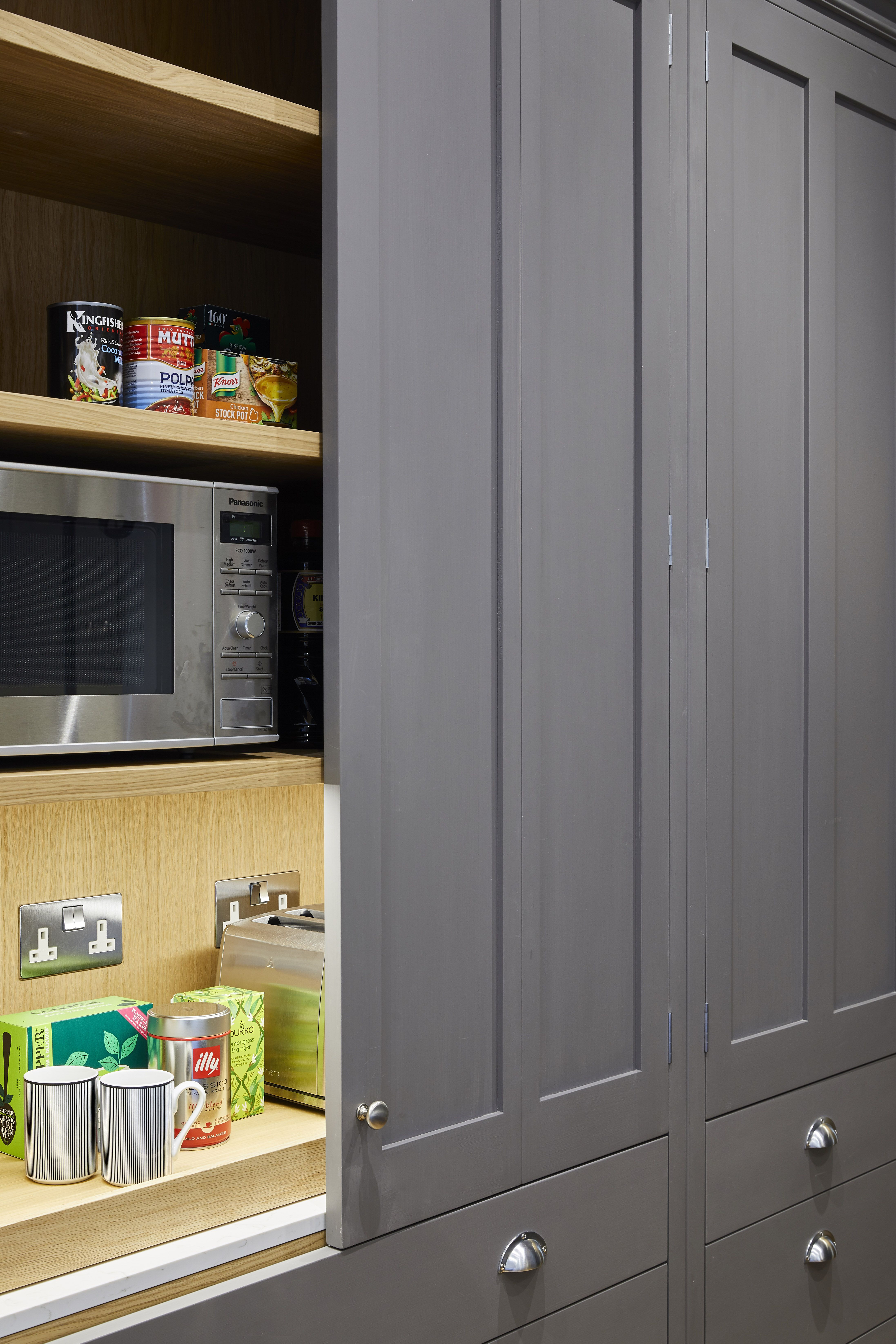 Based In The Heart Of Kensington In London The Holland Street Kitchens Team Is Used To Turnin In 2020 Bespoke Kitchen Design Bespoke Kitchen Cabinets Bespoke Kitchens
