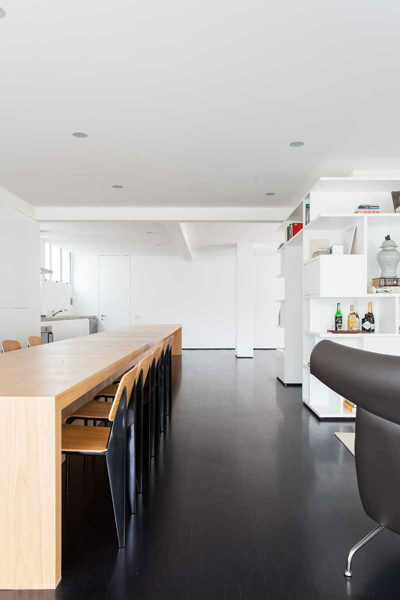 dining counter & display/bookcase - Apartamento Sergipe by Felipe Hess (22)