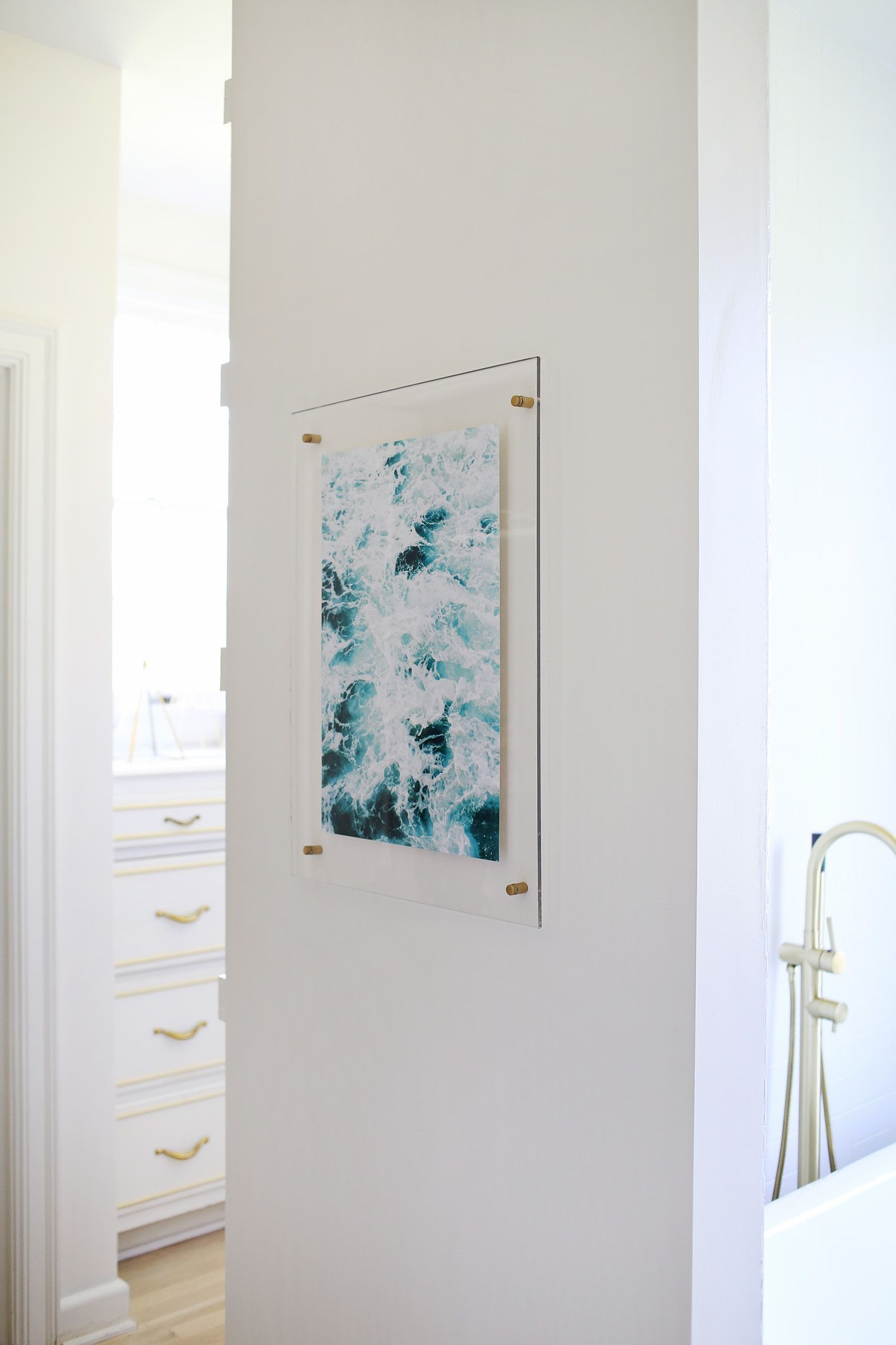 Floating Acrylic Frame DIY | Furnish | Pinterest | Diy frame ...