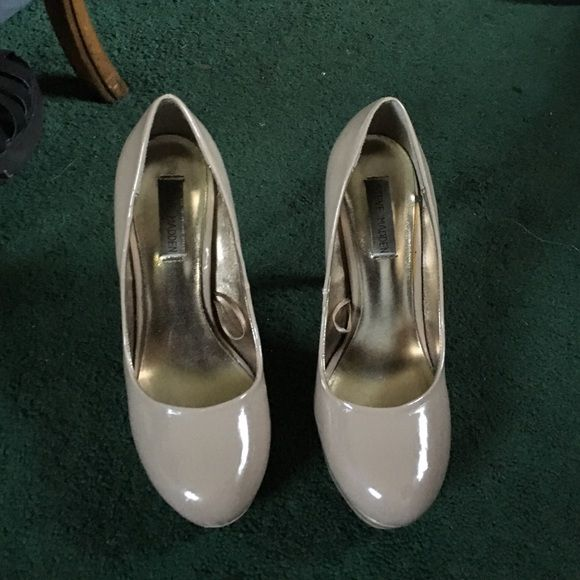 """Steve Madden patent leather pumps Nude patent leather pumps by Steve Madden. Round toe. Skinny heel with platform. About 3 1/2"""" tall. Worn but tread is still visible on bottom. Slight scuff on front of right shoe. Size 7.5 Steve Madden Shoes Heels"""