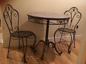 Table Fer Forge Mosaique 2 Chaises Mobilier De Salle A Manger Et Cuisine Laval Rive Nord Kijiji Kijiji Home Decor Table