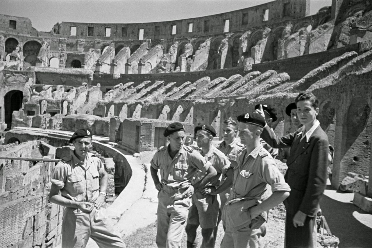 New Zealand Soldiers On Leave In Rome Italy With Historical Times Foto Brave Italia